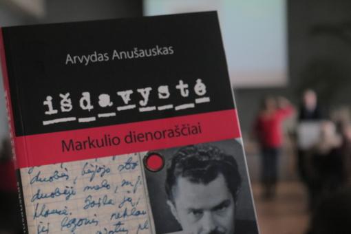 """""""Išdavystė"""": naujos A. Anušausko knygos pristatymas"""