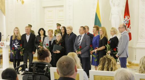 Prezidentė tradiciškai apdovanojo daugiavaikes mamas