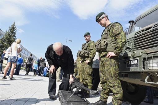 """R. Karoblis: """"Mūsų jauna, stipri ir gabi kariuomenė yra visada pasirengusi prireikus apginti Tėvynę"""""""