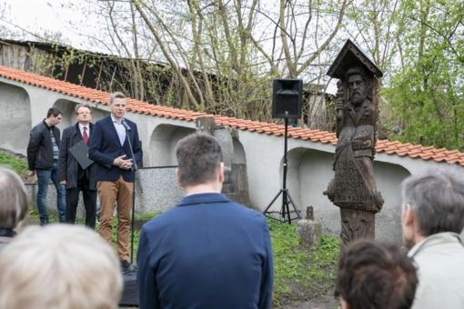 Rasose atkurtas paminklas garsiam Lietuvos knygnešiui