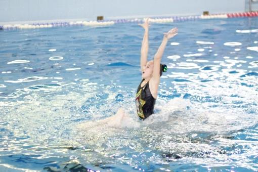 Kviečiame į tarptautines dailiojo plaukimo varžybas