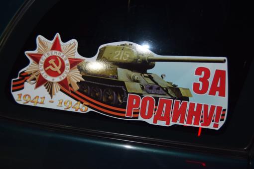 Latviui pasieniečiai liepė nusiplėšti lipdukus su sovietine simbolika