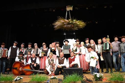 """Tradicinis kapelų festivalis """"Žemėj Lietuvos"""" skambėjo jau devintą kartą"""