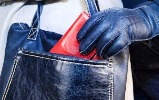 Sulaikyta Biržuose moterų rankines švarinusi kišenvagė