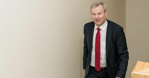 Apkaltos komisija ketina apklausti Seimo narį M. Bastį