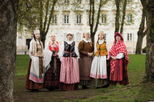 Radvilų rūmuose - lietuviško tautinio kostiumo panorama
