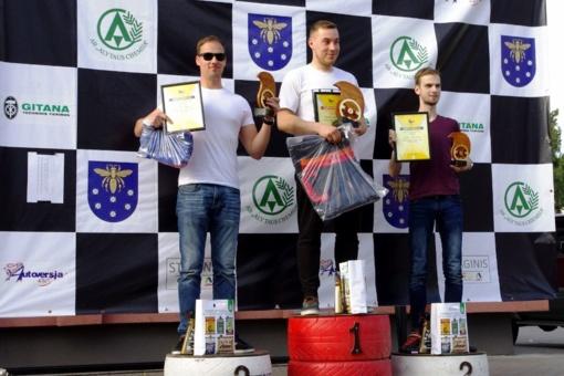 Varėnoje nugriaudėjo automobilių slalomo varžybos