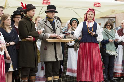 """Prezidentė sveikina Tarptautinį folkloro festivalį """"Skamba skamba kankliai"""" su brandžiu jubiliejumi"""