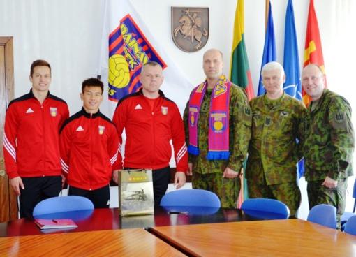 """Lietuvos kariuomenė bendradarbiaus su Dzūkijos futbolo klubu """"Dainava"""""""