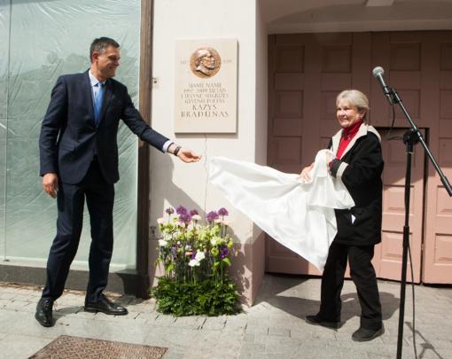 Vilniuje atidengta Kazio Bradūno atminimo lenta