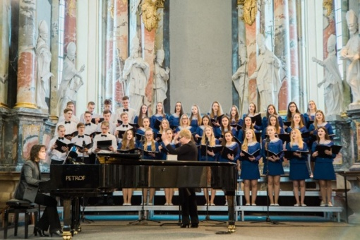 """Jaunimo mišrus choras dalyvavo moksleivių chorų festivalyje """"Lai skamba jaunos širdys"""""""