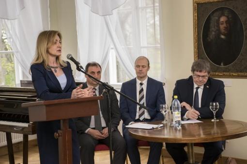 Paežeriuose vyko pasitarimas dėl savivaldybių partnerystės su artimaisiais kaimynais