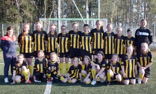 Mergaitės sužaidė draugiškas rungtynes Mažeikiuose ir Uolainėje
