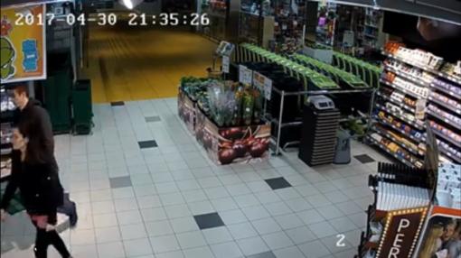 Beveik šiuolaikiniai Boni ir Klaidas: iš prekybos centro pavogė kilimėlį (VIDEO)
