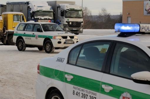 Pasvalio rajone policininkai tramdė jų automobilį padegti grasinusį vyrą