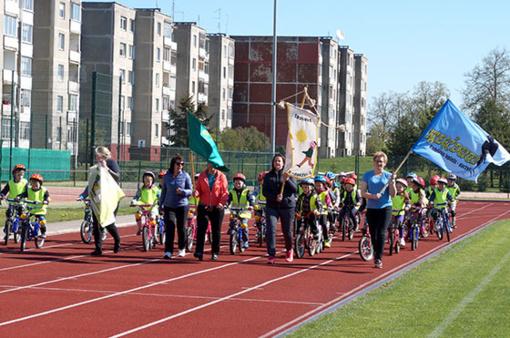 Radviliškio Lietuvos Sąjūdžio stadione sportavo mažieji dviratininkai
