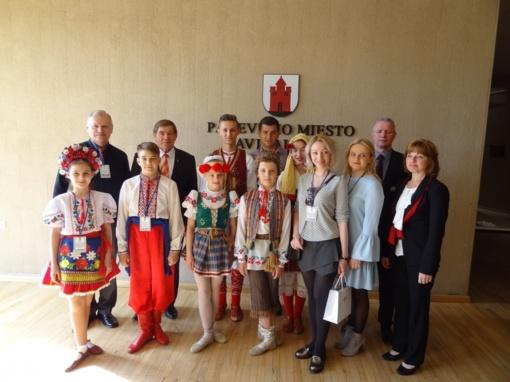 Panevėžio savivaldybėje lankėsi šokių ir dainų festivalio svečiai