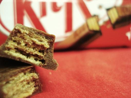 """Didžiosios Britanijos teismas atmetė """"Nestle"""" prašymą suteikti prekės ženklo teises """"KitKat"""" batonėlių formai"""