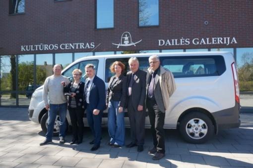 Kultūros centrui Dusetų dailės galerijai patikėjimo teise perduotas automobilis