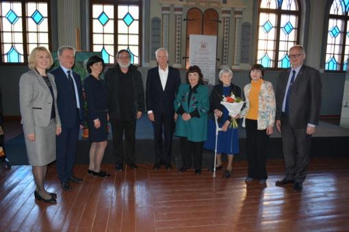 Įteikta antroji rašytojo Jono Avyžiaus literatūros premija