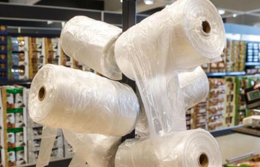 Lietuvoje žmonės plastikiniais pirkinių maišeliais naudojasi vis rečiau