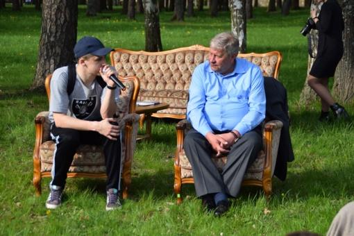 """Pirmą kartą organizuotame jaunimo piknike – """"karštoji"""" kėdė ir klausimai merui"""