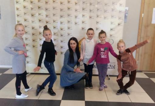 Gražus Meno mokyklos šokėjų laimėjimų derlius tarptautiniame konkurse