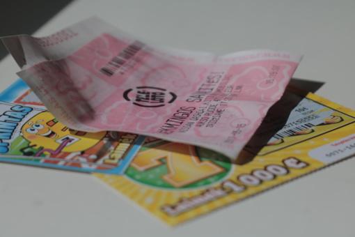 Pagėgiuose moteris pavogė loterijos bilietų