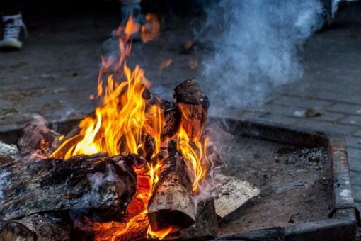 Ugniagesiai prašo atsargiai kūrenti laužus ir kepsnines