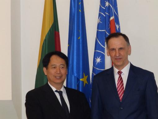 Molėtuose svečiavosi Japonijos ambasadorius