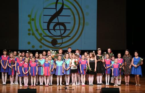 Popchoro koncertas nuskambėjo mokyklos bendruomenei