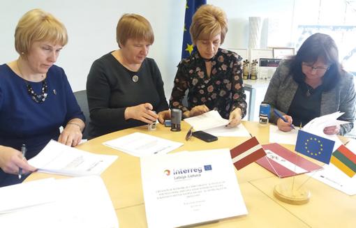 Latvijos ir Lietuvos pasienio regiono bibliotekose bus kuriami šeimos skaitmeninių veiklų centrai
