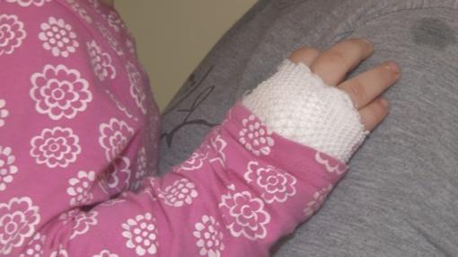 Kelmės policija dukart ieškojo sergančią mažylę su savimi tąsiusios girtos jonaviškės (VIDEO)
