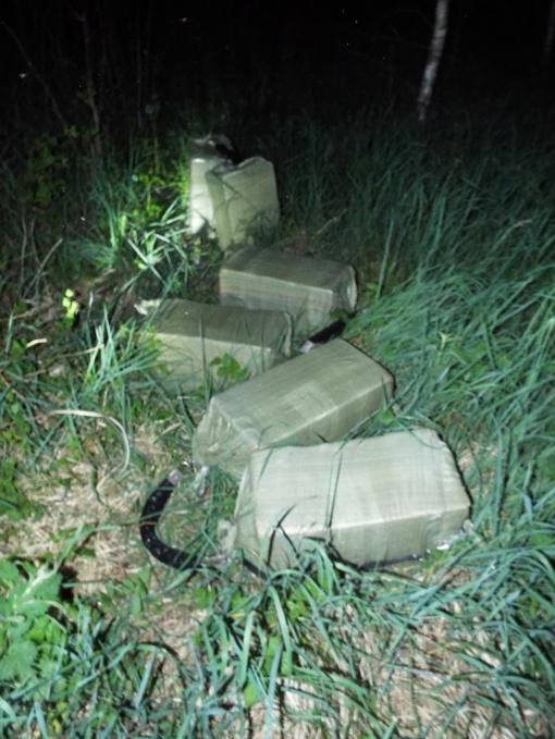 Pasieniečiai miške aptiko 3 tūkst. pakelių baltarusiškų rūkalų