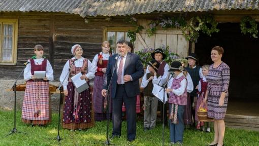 Gegužę palydi tradicinė vaikų ir jaunimo folkloro bei amatų šventė