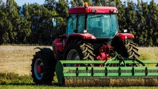 Tarp užsienyje vogtų traktorių savininkų – ir geriausia Lazdijų rajono ūkininkė