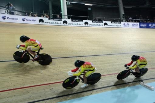 Dvi dviratininkės susižėrė net po aštuonis šalies treko čempionato aukso medalius