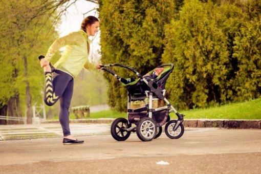 """Į nemokamas """"Judėk sveikai"""" treniruotes – su kūdikiu ant rankų"""