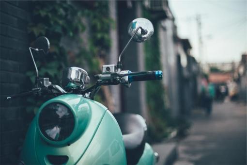 Neregistruotą ir nedraustą mopedą vairavo girtas beteisis
