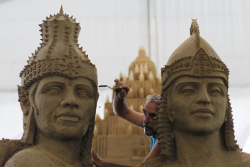 Jelgava kviečia pasigrožėti garsiausių meninikų kurtomis smėlio skulptūromis (VIDEO)