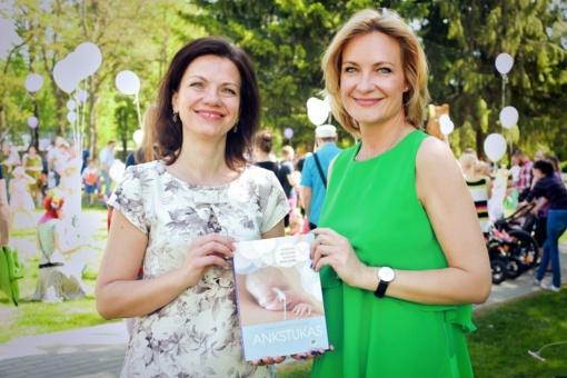 Išleista pirmoji lietuviška knyga neišnešiotų kūdikių tėvams