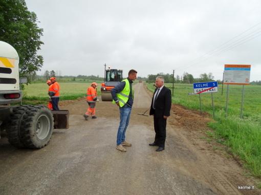 Kelmės rajone įsibėgėjo žvyrkelių asfaltavimo programa