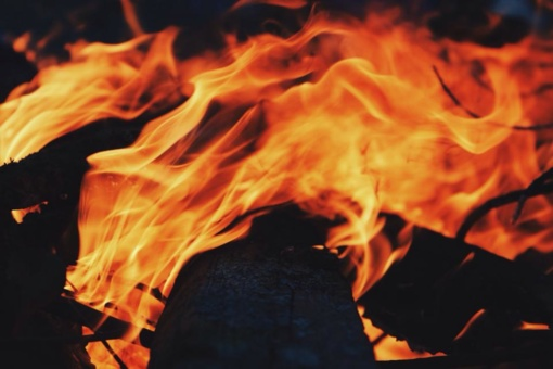 Šakių rajone sudegė daržinė