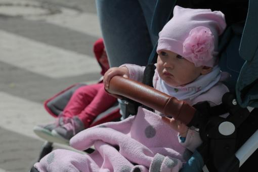 Šimtai pačių mažiausių miesto gyventojų gavo oficialų patvirtinimą, kad jie – šiauliečiai (VIDEO)