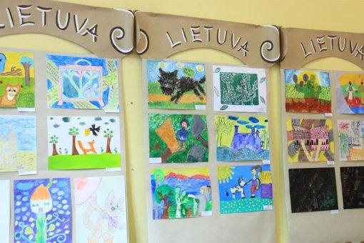 """Apdovanoti tarptautinės piešinių parodos """"Mano šalies pasaka"""" laureatai ir dalyviai"""