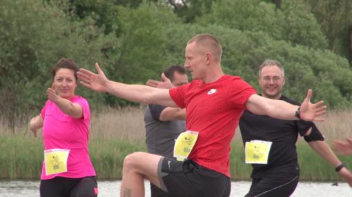 Aktyviausi šiauliečiai sekmadienio vakarą užuot tinginiavę bėgo už Lietuvą (VIDEO)