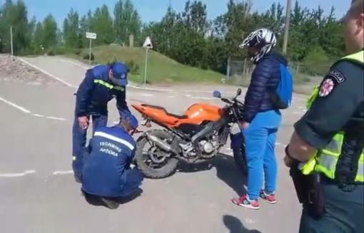 Pareigūnai įspėja: garsiai burzgiantiems motociklams – naikinama techninė apžiūra
