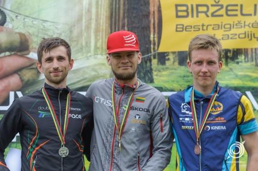 Lietuvos orientavimosi sporto čempionate vidutinėje trasoje kovojo virš 500 dalyvių