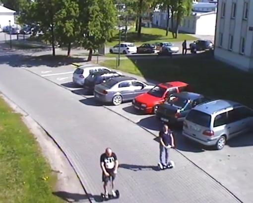 Policija prašo padėti atpažinti riedžių vagišius