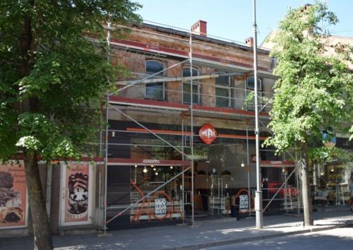 Panevėžyje Vasario 16-osios gatvėje pradėti avarinio pastato remonto darbai